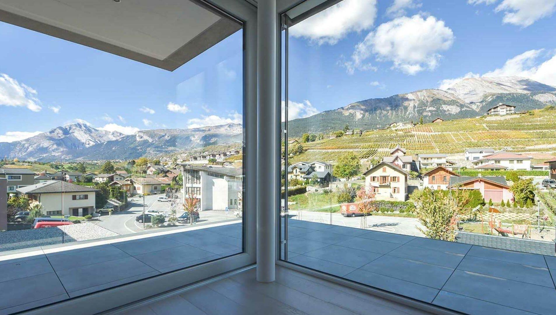 Vetro extrachiaro in abitazione in Svizzera by Mulattieri Srl
